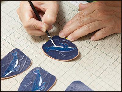 端革を使った制作工程9(ザトウクジラのキーホルダー)