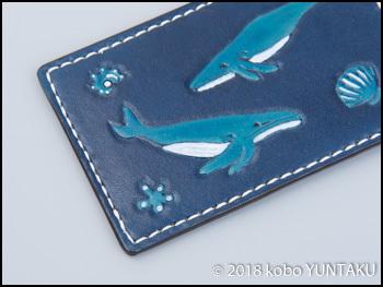 手縫いで仕上げた「ザトウクジラのパスケース(定期入れ)」