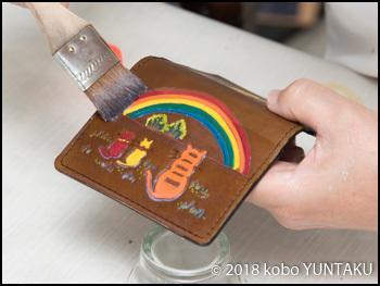 仕上げ剤「虹と猫の免許証入れ」焦茶色