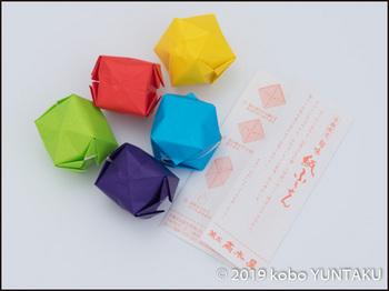5色の折り紙で紙風船を折りました