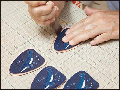 端革を使った制作工程12(ザトウクジラのキーホルダー)